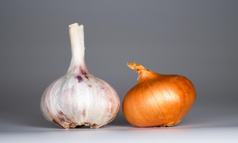 czosnek z cebulą